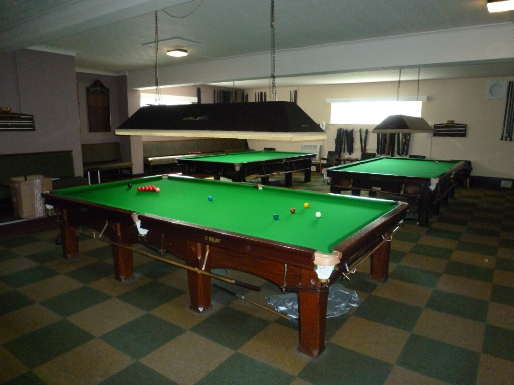Wanted full size snooker table in mahogany with square for 10 snooker table