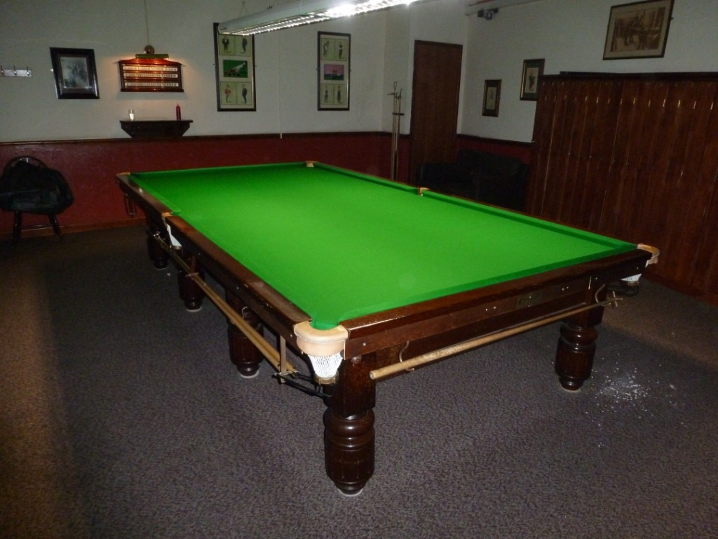 SNOOKER AND POOL TABLE RECOVERING IN LINCOLN DERBY NOTTINGHAM - Billiard table recovering