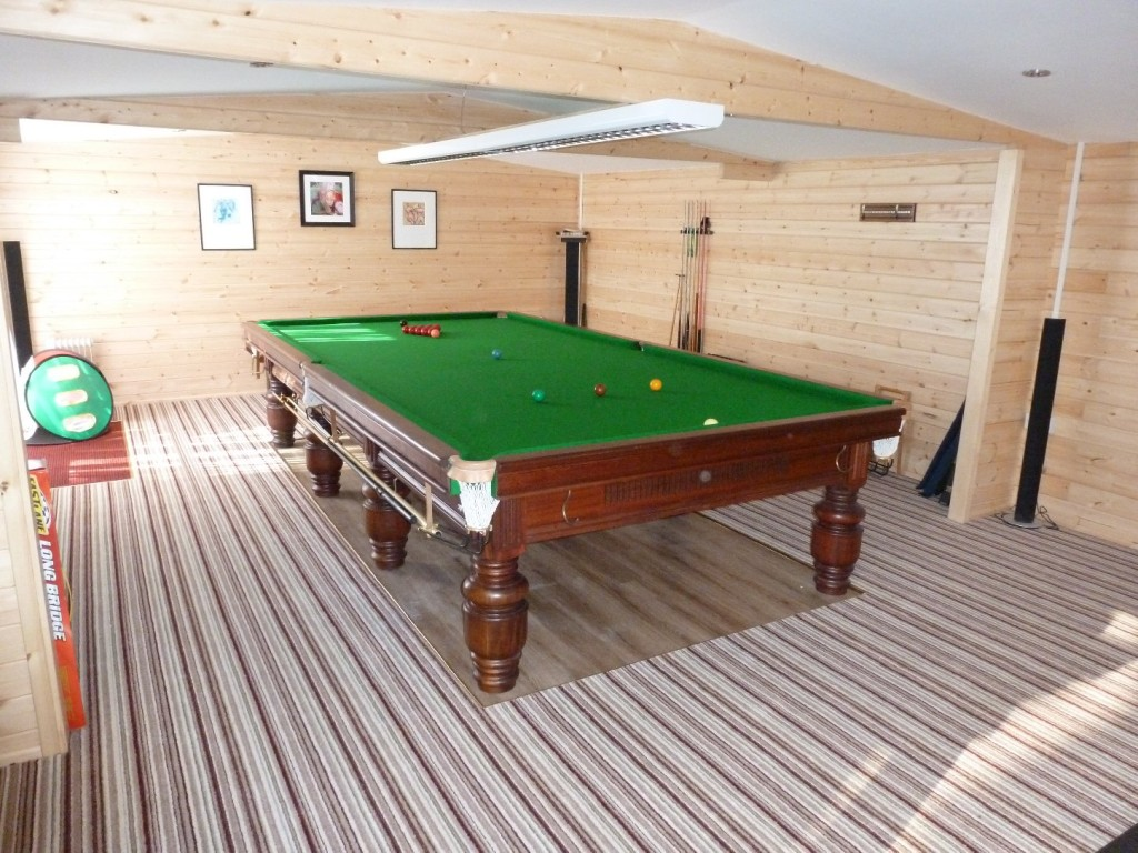 Back To Lincoln For New Pro Snooker Light Installation In Log Cabin - Pool table light installation