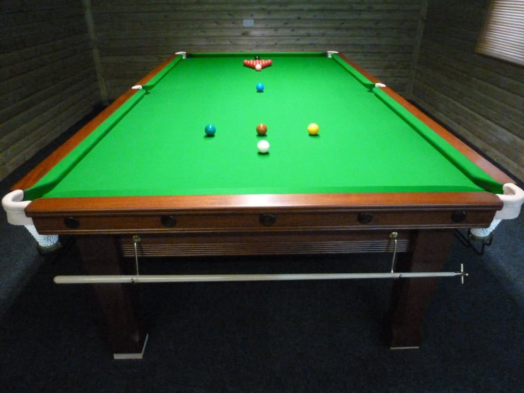 Scotland GCL Billiards - How to rack a pool table
