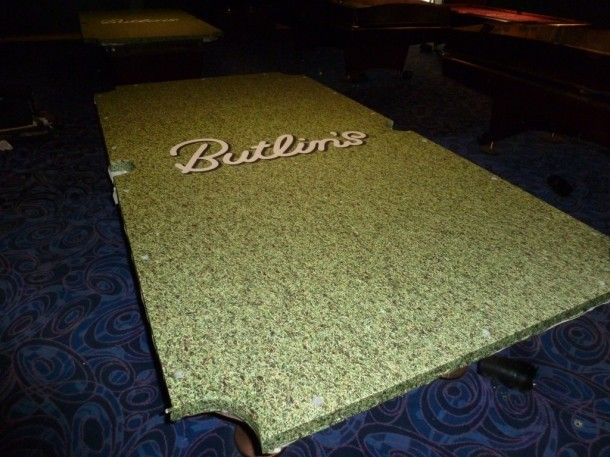 Butlins grass Artscape bed fitted