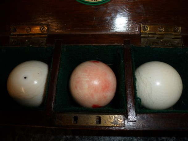 Ivory billiard set of 3 balls