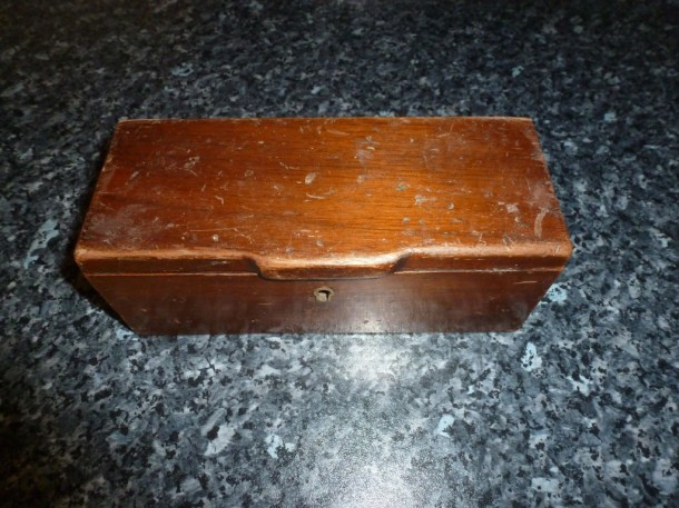 ivory billiard set box shut no key