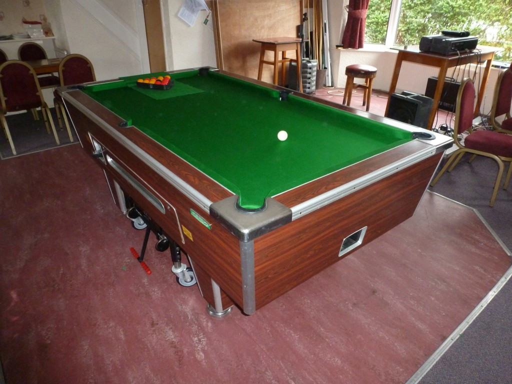 Another Superleague Pool Table Recover In Nottingham GCL - Circular pool table