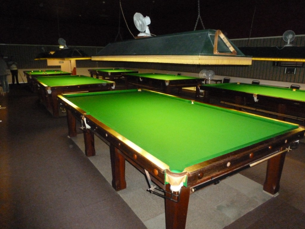 Large Snooker Club Northamptonshire Snooker Pool Table - How big is a full size pool table