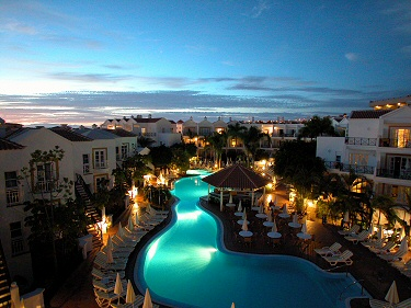 parque-del-sol-beach-club-fanabe-adeje-tenerife-resort-night