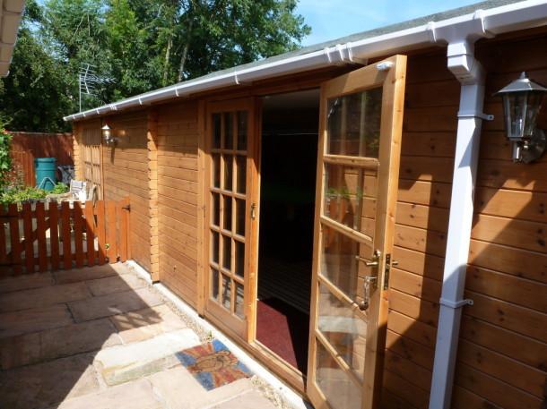 linc log cabin side of