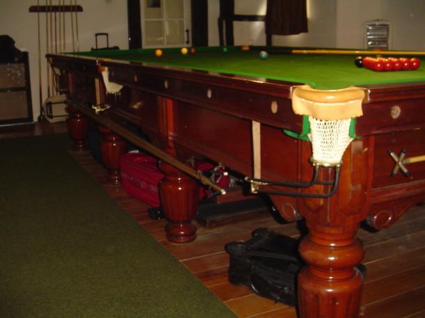 riley club fluted leg side 2