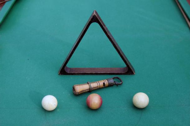 serpitine ivory balls triangle