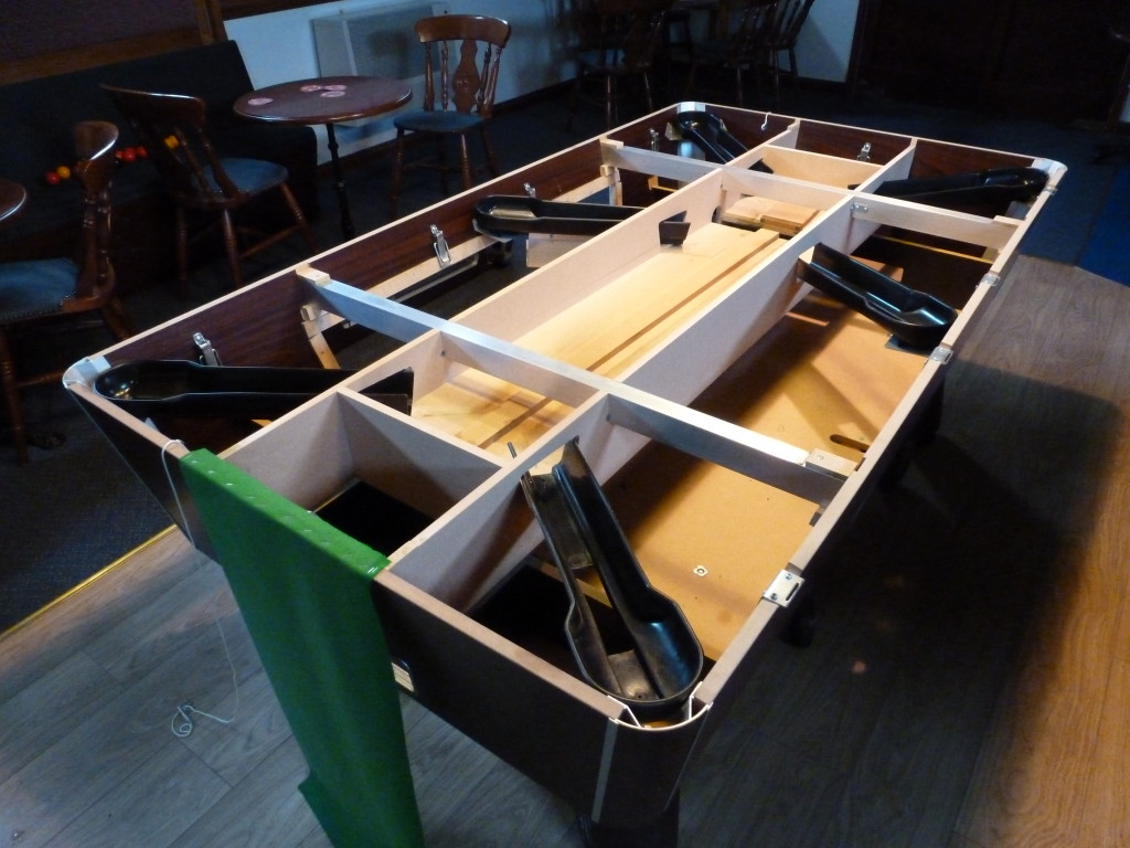 Recover Pool Table Near Spalding Lincolnshire At Fishing Lakeside - Inside a pool table