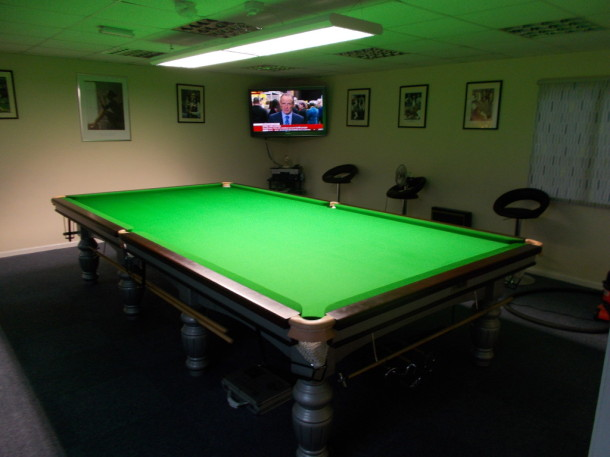 Derby open pocckets up finished table TV