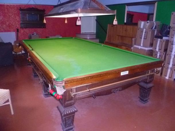 Thurston oak table £200 martin cloth condition poor