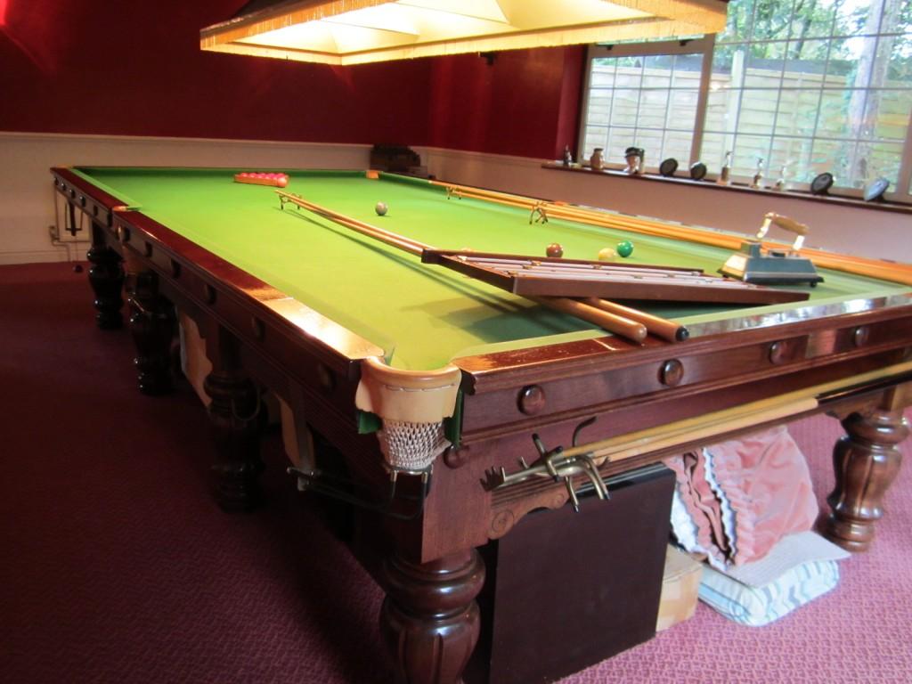 Karnehm And Hillman Buckingham Full Size Snooker Table For Sale - Full size snooker table for sale