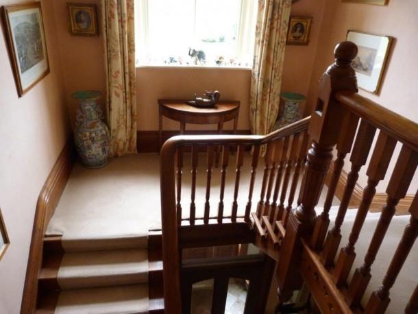 B&Watts Liz hibbert foy stairs turning at top
