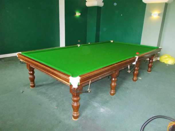 Stoke rochford finished table