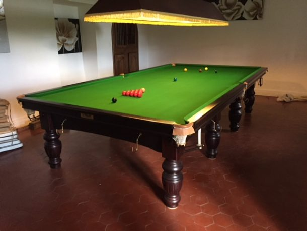 Three days in france installing a full size riley aristocrat snooker the table is now finished a bit of re positioning of the light fitting and a few minor leveling adjustments and it played superbly a few instructions to greentooth Images