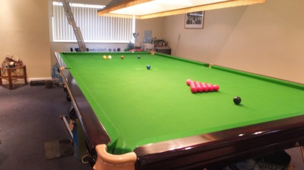Snooker table dismantle and transport relocation use gcl billiards all the accessories are with the table light shade cues and rests balls triangle and scoreboard greentooth Image collections